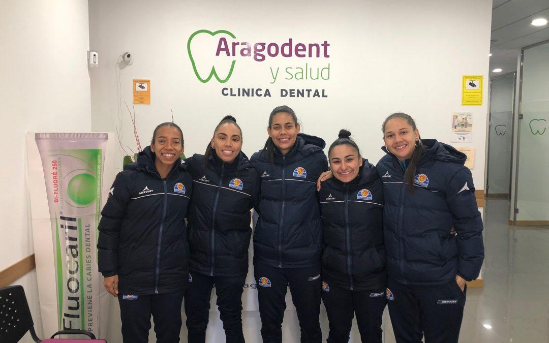 Las jugadoras de Sala Zaragoza vistan Aragodent y Salud