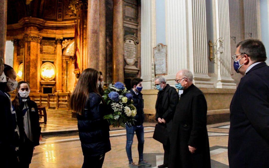 Sala Zaragoza realiza la ofrenda a la Virgen del Pilar y presenta a su plantilla en el Espacio Ambar